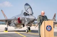 ニュース画像 3枚目:テルノフ空軍基地で到着時の式典