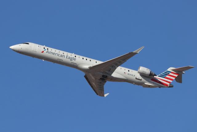 ニュース画像 1枚目:アメリカン・イーグル塗装、メサ・エア運航のCRJ-900 (キャスバルさん撮影)