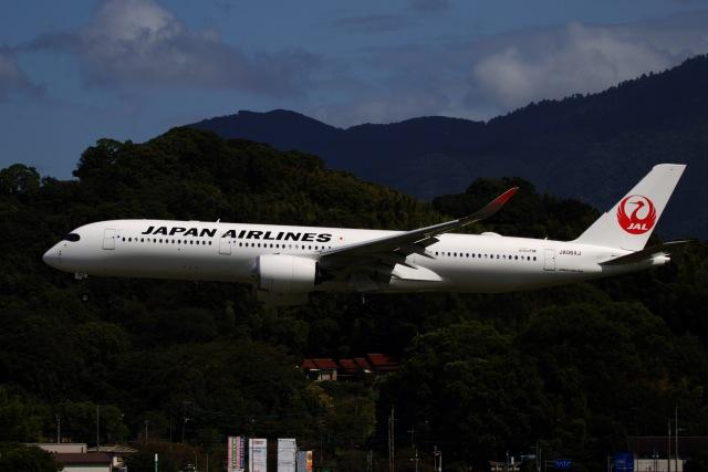 ニュース画像 1枚目:5月に導入したJALのA350 (M.airphotoさん撮影)