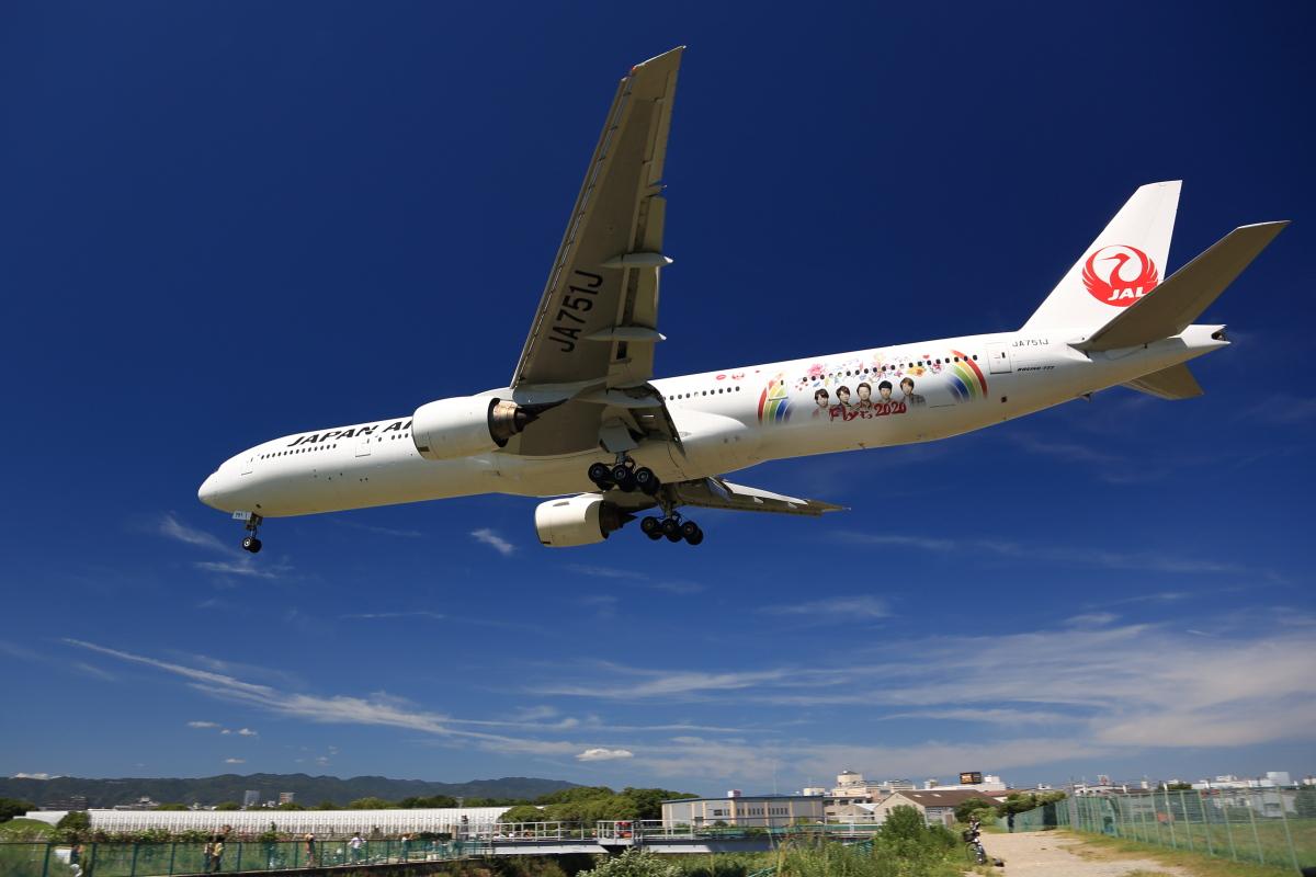 ニュース画像 5枚目:「嵐ジェット JAL FLY to 2020」 JA751J  ボーイング777-300型機  (T.Sazenさん撮影)