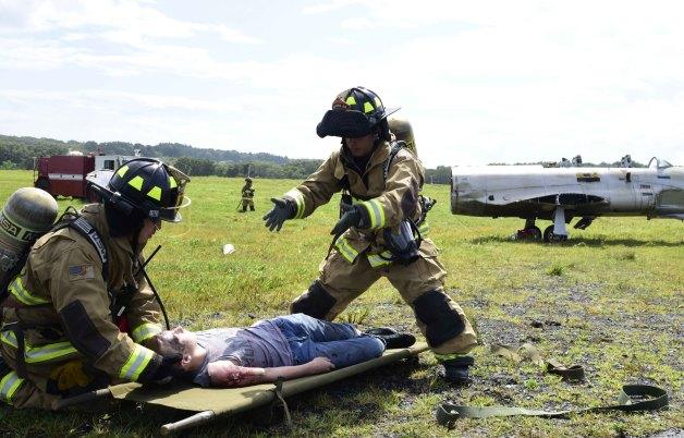 ニュース画像 1枚目:墜落など最悪を想定し、訓練を行う