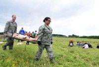 ニュース画像 3枚目:迅速な搬送も救出活動も演習の重要な演練項目