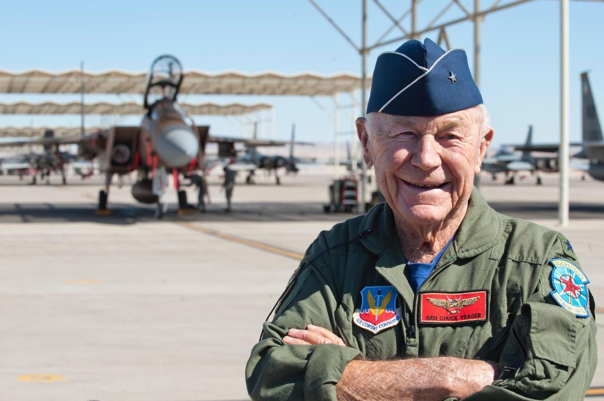 ニュース画像 1枚目:2012年、F-15Dイーグルに搭乗するチャック・イエーガー退役准将