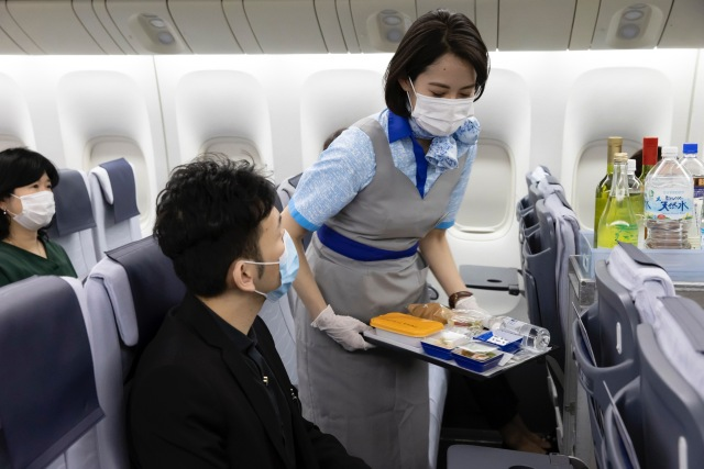 ニュース画像 1枚目:機内サービス イメージ 「ANA Care Promise」