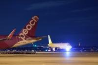 ニュース画像:バニラエア塗装のA320、関空到着 今後はピーチのピンクに塗り替え