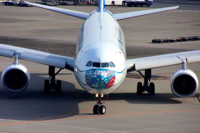 ニュース画像 1枚目:羽田に飛来したガルーダ・インドネシア航空のマスク特別塗装機特別塗装機「SekarJagatNusantara」 (まいけるさん撮影)