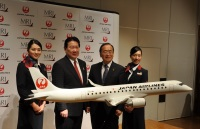 ニュース画像:JAL、facebookでオリジナルMRJグッズ7種類をプレゼント