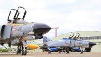 ニュース画像 2枚目:最後のF-4飛行隊のファントム2機
