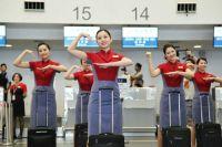 ニュース画像:マンダリン航空、台中空港で新制服披露でフラッシュモブ