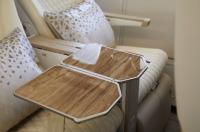 ニュース画像 3枚目:テーブルも木彫で高級感を演出