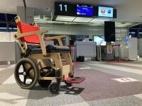 JAL、車いす電動アシストユニット「SmartDrive」試験導入の画像