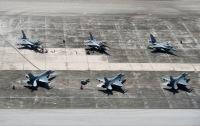 ニュース画像 2枚目:アンダーセン空軍基地に集結した各国機