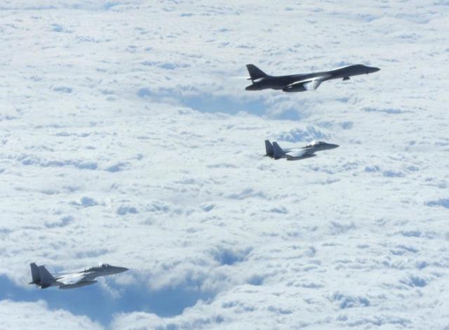 ニュース画像 1枚目:空自とB-1Bランサー