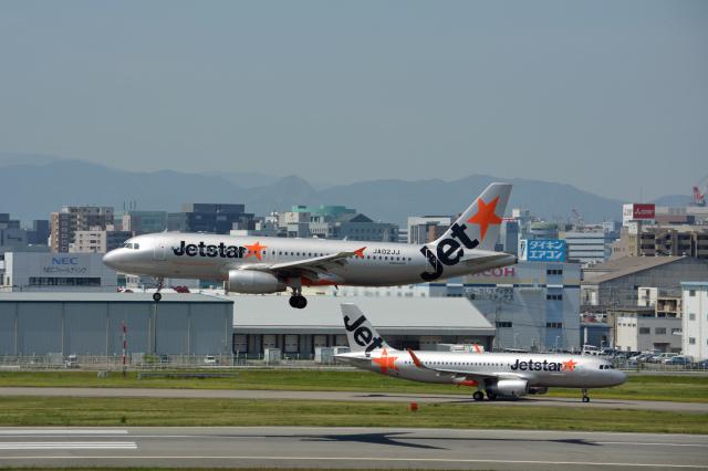 ニュース画像 1枚目:福岡空港でのジェットスター イメージ (ktaroさん撮影)