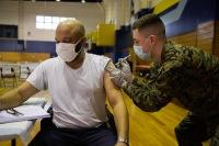 ニュース画像 2枚目:ワクチン接種する様子