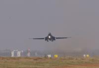 ニュース画像:インド共和国成立後初、米爆撃機がインド着陸