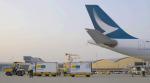 ニュース画像 1枚目:ワクチンを輸送するキャセイパシフィック航空