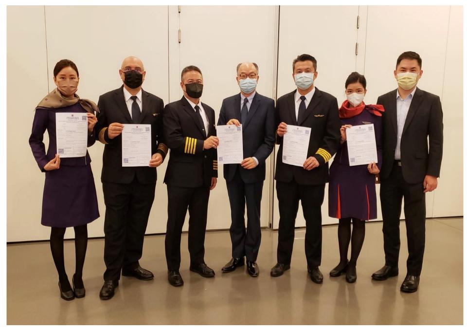 ニュース画像 2枚目:ワクチンを接種した香港航空の乗務員