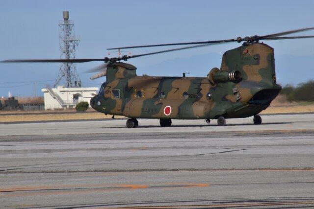 ニュース画像 1枚目:木更津駐屯地を出発するCH-47J