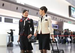 ニュース画像 1枚目:JAL客室乗務員 イメージ