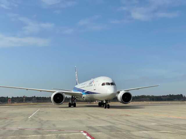 ニュース画像 1枚目:ワクチンを搭載、成田空港232番スポットに到着したJA891A