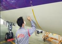 ニュース画像:FDA、機体にペンでメッセージが書ける!?「秘密の格納庫体験ツアー」