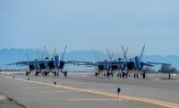 ニュース画像 4枚目:離陸を待つF/A-18スーパーホーネットのブルーエンジェルス