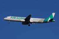 ニュース画像:米子空港、上空を飛行するエアソウル遊覧フライトを歓迎