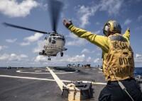 ニュース画像:海自と米海軍、高度戦闘訓練を実施
