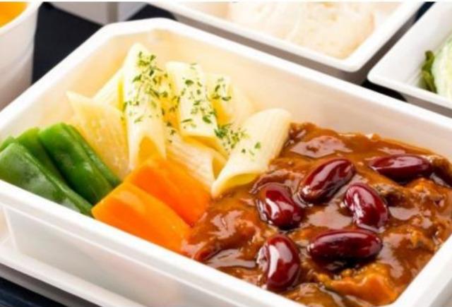 ニュース画像 1枚目:ANA機内食ネット通販 メニューの一例「赤ワインで煮込んだハッシュドビーフ」
