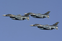 ニュース画像:防衛大、3月21日に卒業式 陸・海・空3自衛隊の航空機が航過飛行