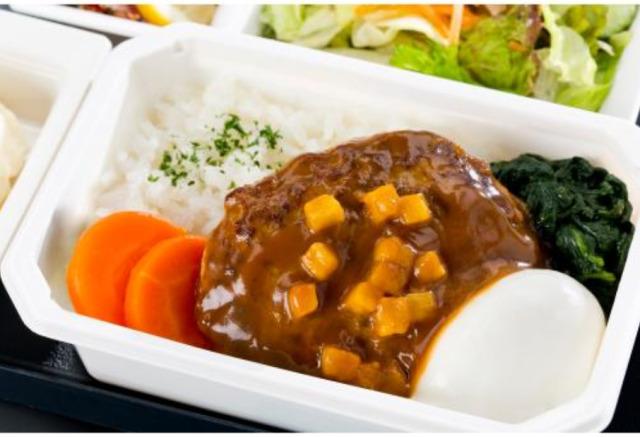 ニュース画像 1枚目:ネット販売されるANA国際線機内食「ビーフハンバーグステーキ ロコモコ風」