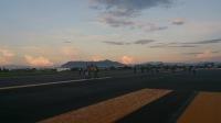 ニュース画像:函館空港、開港60周年「親子で体験!滑走路ウォーク」 航空教室も開催