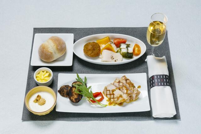ニュース画像 1枚目:井原尚徳シェフが2016年にプロデュースした国内線ファーストクラス機内食
