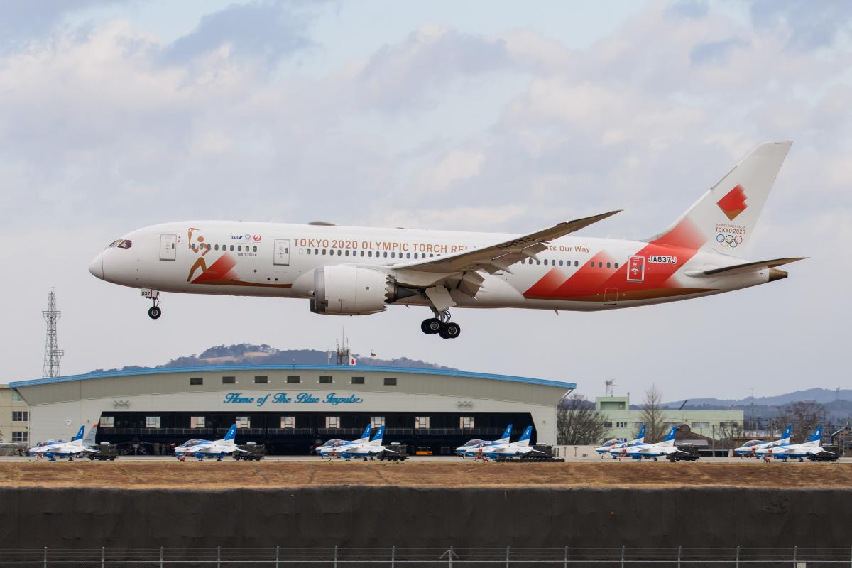 ニュース画像 3枚目:聖火輸送で松島基地に飛来した特別塗装機 (kuraykiさん撮影)