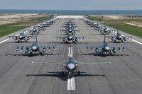 ニュース画像:第8飛行隊、創隊60周年記念「エレファントウォーク」