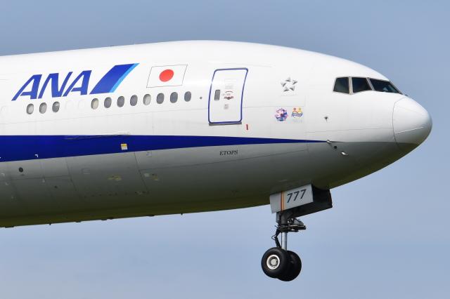ニュース画像 1枚目:伊勢志摩サミットデカールが塗装されたころのANAボーイング777-300ER型機「JA777A」(Timothyさん撮影)