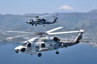 ニュース画像:海自SH-60Kと米海軍MH-60R、相模湾で共同訓練