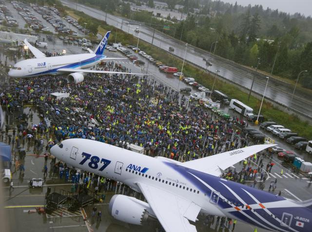 ニュース画像 1枚目:787初号機の納入