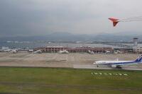 ニュース画像 2枚目:長崎空港旅客ターミナルビル、右奥には箕島大橋 (pringlesさん撮影)