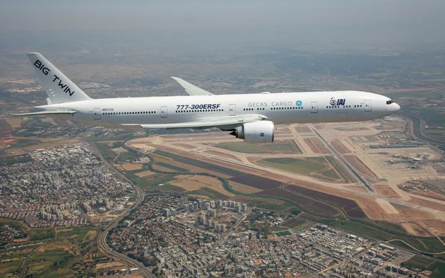 ニュース画像 1枚目:777-300ER貨物改修試験機