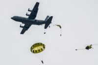 ニュース画像:第1空挺団、5月18日〜20日 習志野で米軍機から降下訓練