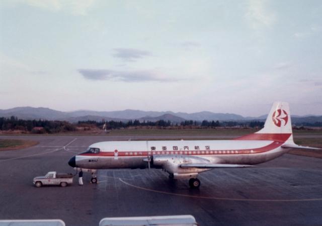 ニュース画像 1枚目:東亜国内航空に合併後のYS-11型、レッド塗装 (go gateさん撮影)