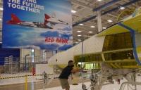 ニュース画像:ボーイング、T-7Aレッドホークの前後胴体 30分で接合
