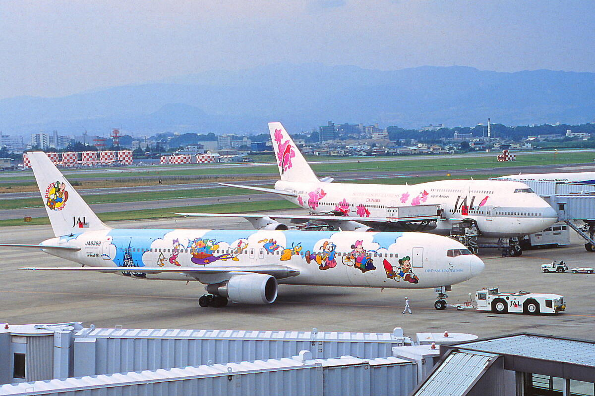 ニュース画像 2枚目:「JALドリームエクスプレス 初代」特別塗装機 JA8399(しょうせいさん撮影)