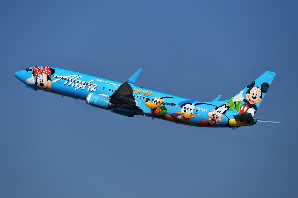 ニュース画像 7枚目:アラスカ航空の「スピリット・オブ・ディズニーランド 2号機」 N318AS(nobu2000さん撮影)