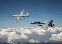 ニュース画像:無人機、初の空中給油成功 MQ-25スティングレイからF/A-18スパホへ