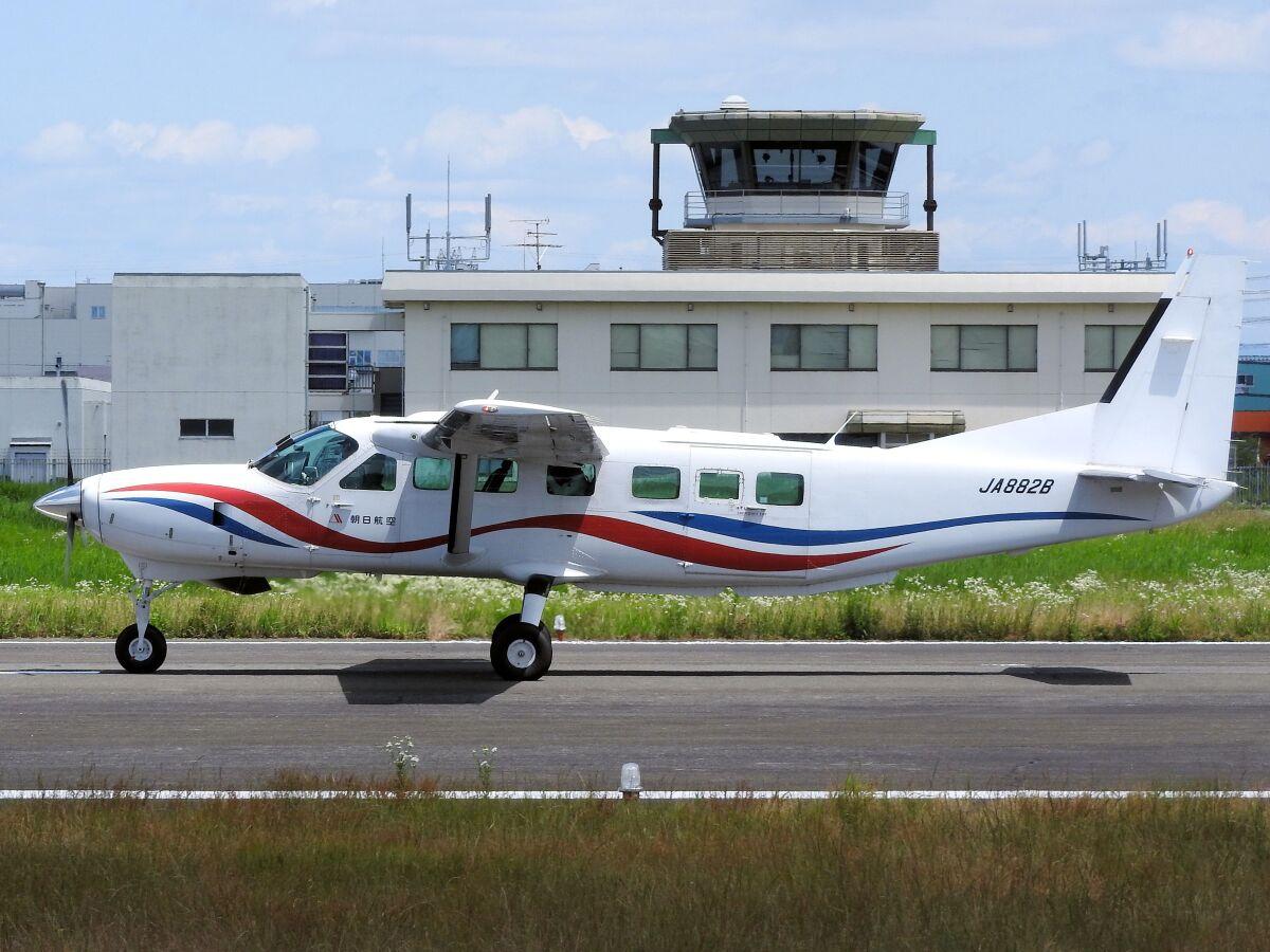 ニュース画像 1枚目:朝日航空の固定翼機イメージ(White Pelicanさん撮影)