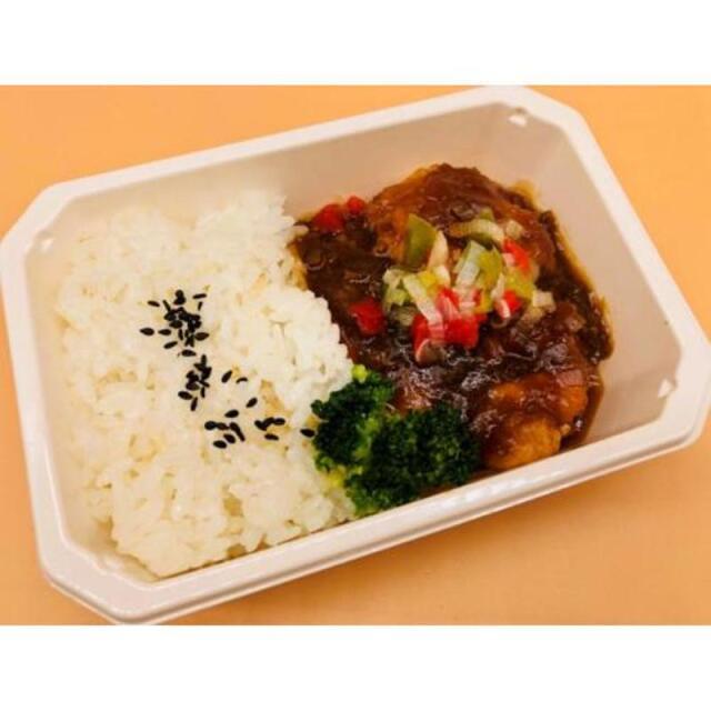 ニュース画像 1枚目:通販で購入できるANA国際線エコノミークラス機内食「肉の感謝」セットの「鶏もも唐揚げ油淋鶏ソース」