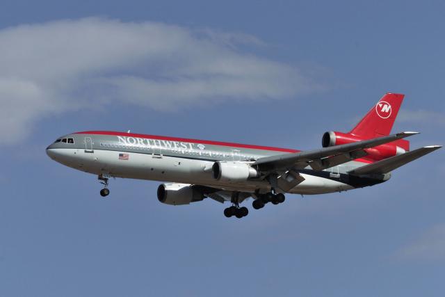 ニュース画像 1枚目:ノースウエスト航空、旧塗装のDC-10 (senyoさん撮影)
